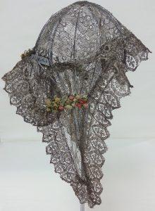 Lace bonnet with floral detail